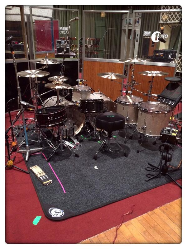 Now that is one sparkly kit #glitter @OMandM http://t.co/hpBWqGluDD