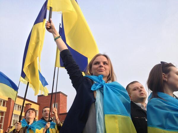 Жители Донецка встали на защиту флага Украины - Цензор.НЕТ 4081