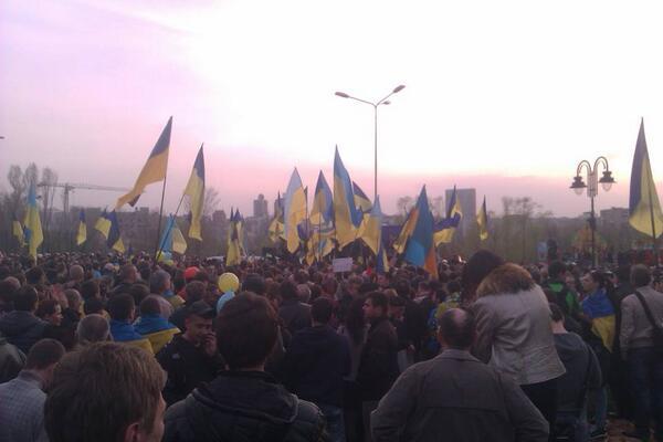 Жители Донецка встали на защиту флага Украины - Цензор.НЕТ 978