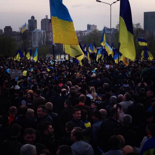 Жители Донецка встали на защиту флага Украины - Цензор.НЕТ 741
