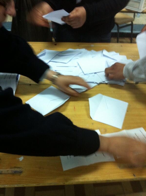 direct pr sidentielle en alg rie les bureaux de vote ont ferm apr s un scrutin maill de. Black Bedroom Furniture Sets. Home Design Ideas