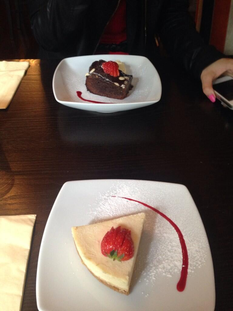RT @smith_r13: Such delicious desserts, @deannebriaxx & I loved our time @SugarHutCafe & saw @micky_norcross as well #greatlunch http://t.c…