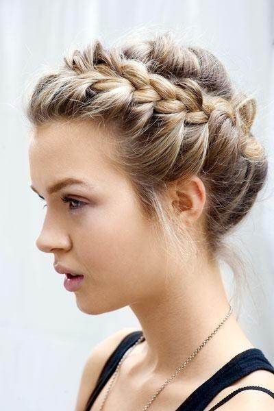 YouTube tutorial of the week! How to get the perfect, messy crown braid in just 5 minutes: http://t.co/KlUtjGP9Z1 http://t.co/Y0nX1bEmer
