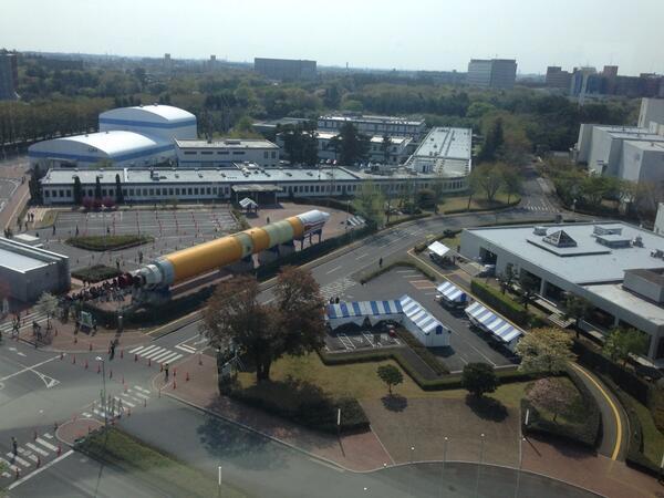 今日は筑波宇宙センターの特別公開。少しずつ人が集まってきてます。 http://t.co/qFIuj0p4h4