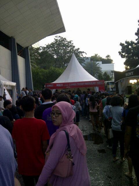 Ngantri sepanjang ini guys demi @nblindonesia hihi\m/ http://t.co/O3n2htykb8