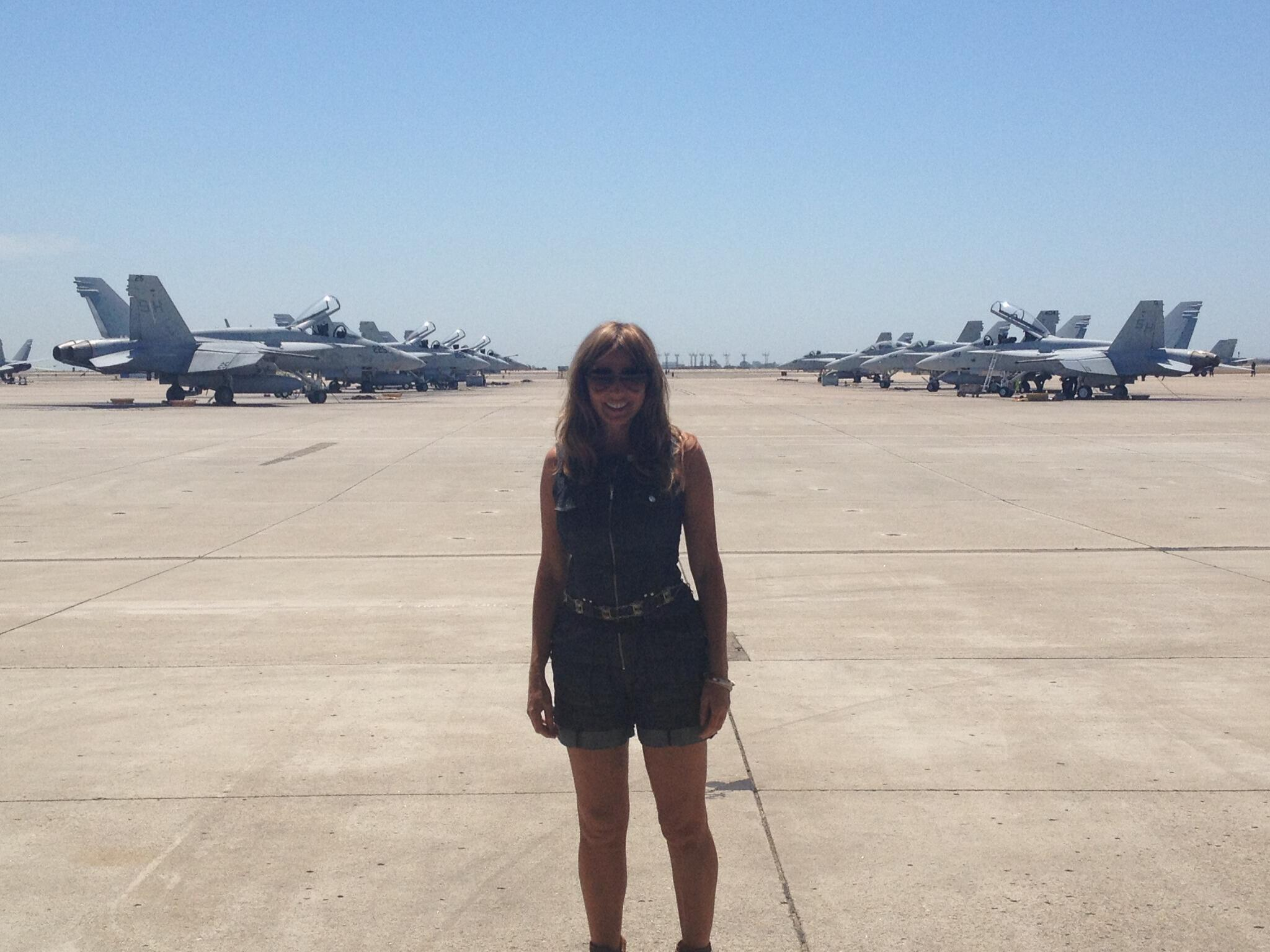 Now that is an F18 flightline!!! wowsers xx http://t.co/tbHXVTAMir