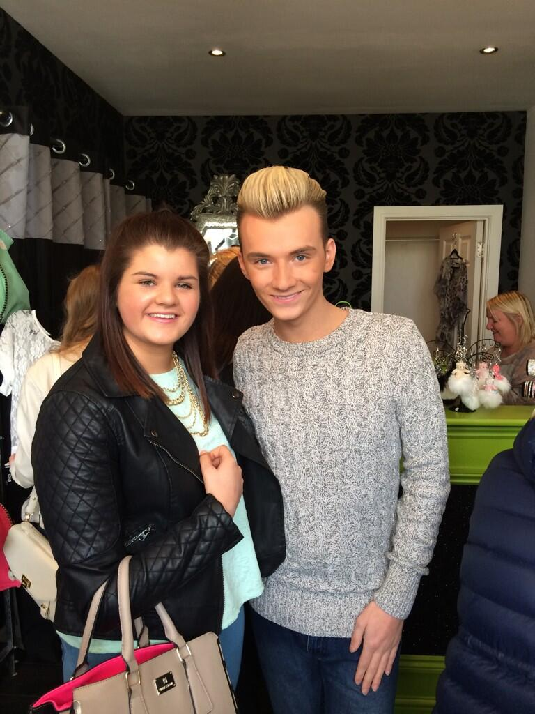 RT @abbieancell: Just met @MrHarryDerbidge 💕 http://t.co/f02L539RXH