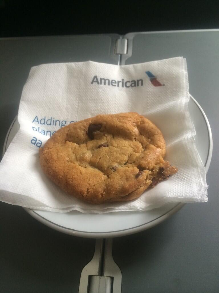 This Freshly Baked Chocolate Chip Cookie Totally Made Up For It !!! @AmericanAir #Score http://t.co/mbV2ttb0mw
