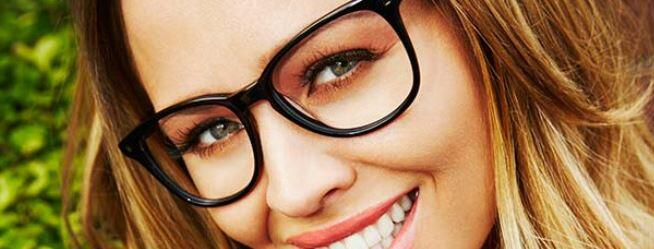 RT @CosmopolitanUK: 5 genuinely useful makeup tips for glasses-wearers http://t.co/syp4xQ5l68 http://t.co/3AaZeL3f8W