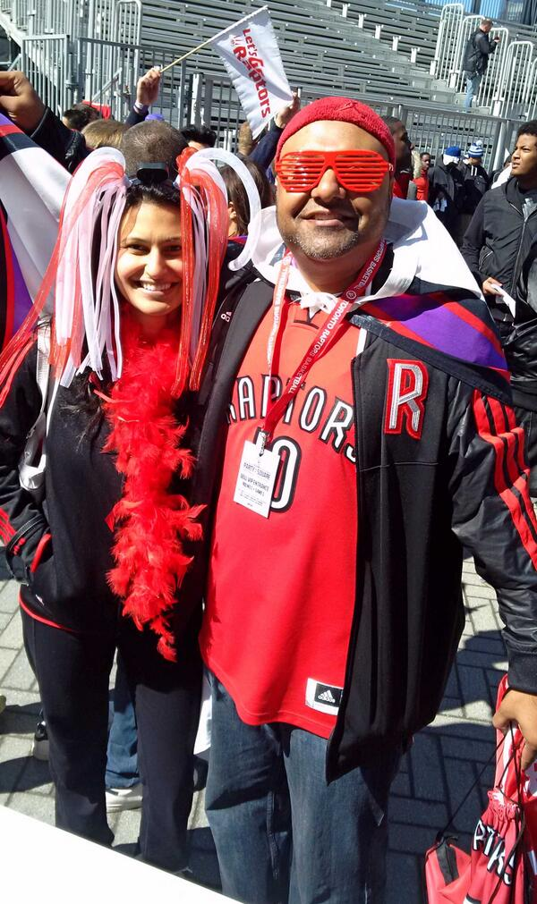 #partyinthesquare has begun! We're lookin' for crazy fans like this.. psst, we've got tix to take you inside! #RTZ http://t.co/x8YrUoraoI