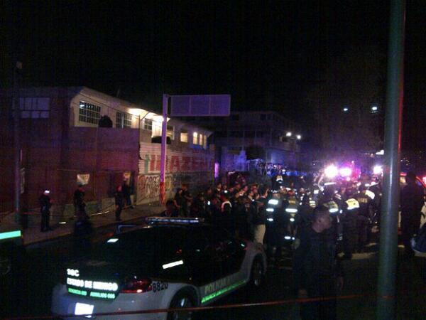 Respetar los límites de velocidad accidente #Naucalpan a toluca #lastinajas 10 muertos 3 vehículos involucrados http://t.co/hoRZVts1XR
