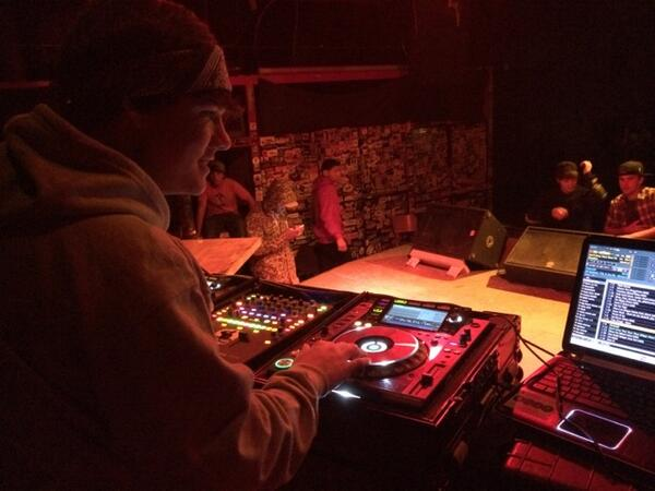 @JakeFoushee on the 1s and 2s shutting down a sold out show! http://t.co/MKg3qWdhvj