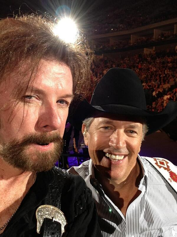 Took a selfie with @GeorgeStrait. If you got a picture of it, send it to me. Thanks Tulsa. #growndamnMEN #selfie http://t.co/KvWpKD7Kcc
