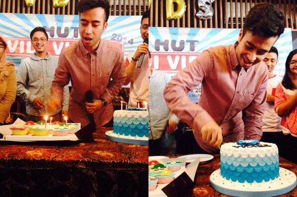 "akhirnyaa ""@WeAreVidies: Tiup lilin & potong kue #HutVidiVidies2014 pic.twitter.com/mlvcmcJXRu"""