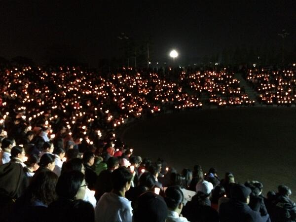 Citizens gather in Ansan, home city of Danwon High School, for prayers. http://t.co/vVz5TcTW3m