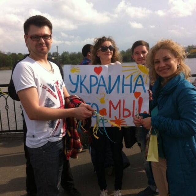 Жители Донецка встали на защиту флага Украины - Цензор.НЕТ 3895