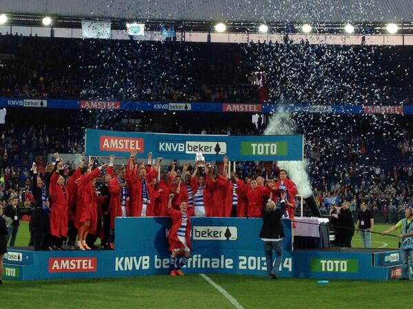 Stadion Feijenoord feliciteert @PECZwolle met de winst van de KNVB beker. http://t.co/j46Y4qbBSA