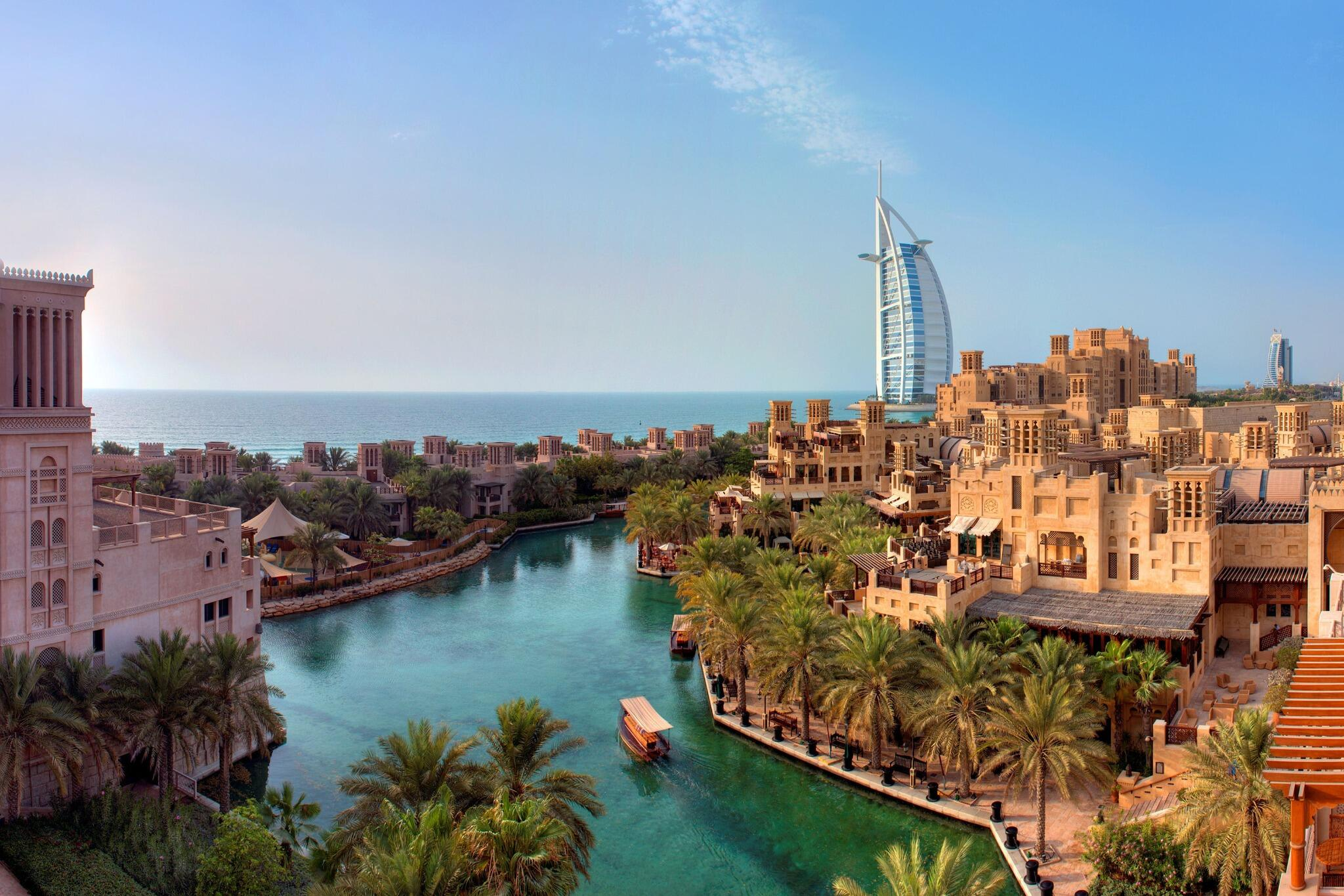 Only 4 months to go! RT @MadinatJumeirah: Happy #Easter from Madinat Jumeirah Resort. http://t.co/cpDWW8DKBg http://t.co/iG6S4MUHUV