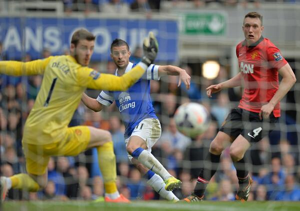Man Uniteds Phil Jones made The Face during poor, penalty conceding performance v Everton [Best Tweets]