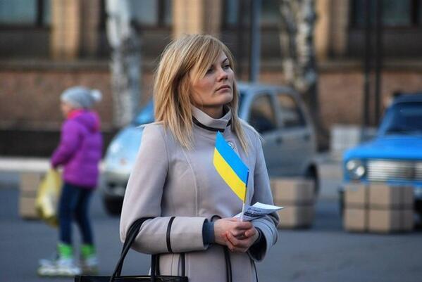 Жители Донецка встали на защиту флага Украины - Цензор.НЕТ 9411