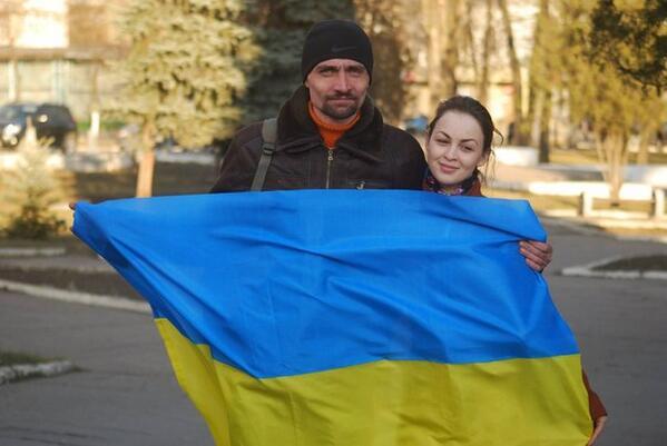 Жители Донецка встали на защиту флага Украины - Цензор.НЕТ 7570