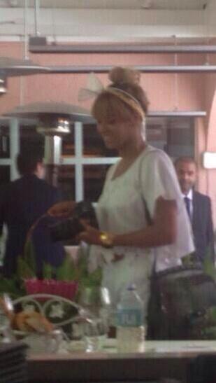 Beyoncé > Apariciones en público <Candids> [III] - Página 25 BlsZtqbCUAAJe2p