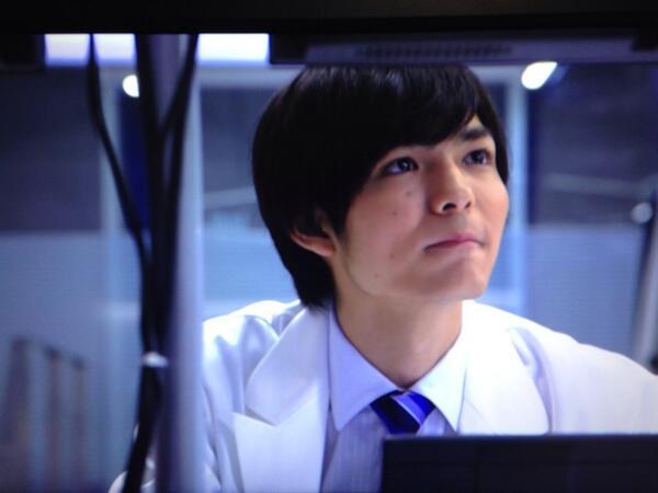 白衣姿の薮宏太がかわいい
