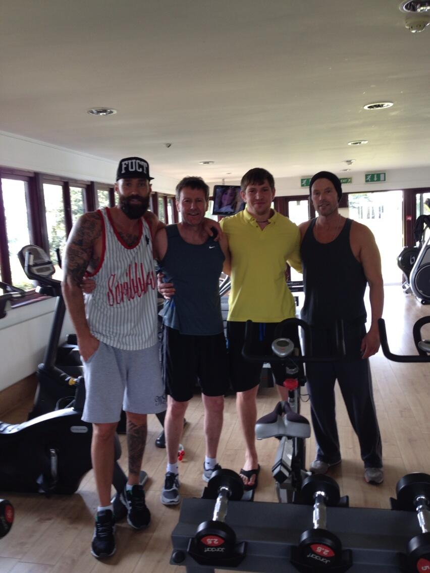 Great day training with these boys @meta_gym #shouldadonelegs http://t.co/nJxt62nctw