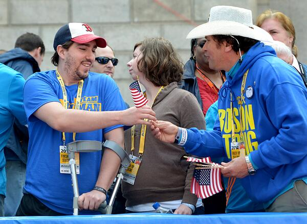 Jeff Bauman & Carlos Arredondo re-unite at the #BostonMarathon finish line. #WLMarathon @kmcgaghMWphoto http://t.co/V6i7Gl0lqA