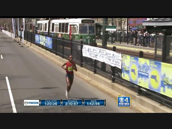 Rita Jeptoo outruns MBTA green Line train to win #bostonmarathon Image: CBS WBZTV http://t.co/k5Ym9n0l0A