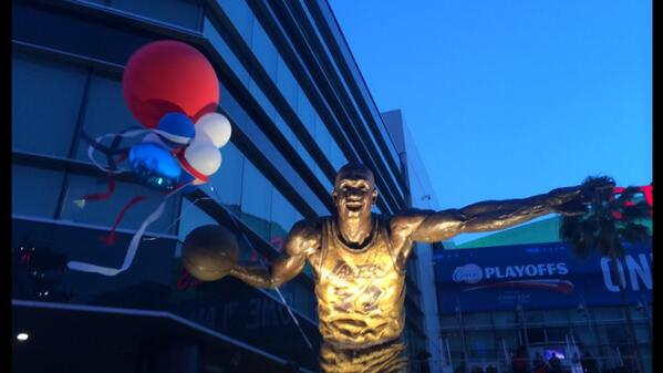 "Gotta hand it to LA. This town has become a Clipper town faster than you can say ""bandwagon"". http://t.co/JM14mnscWk"
