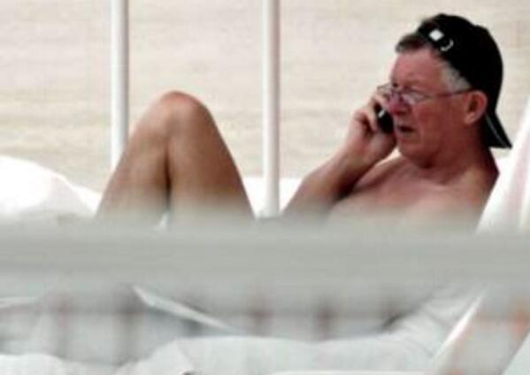 Is that David Jeffrey ? I believe you're available . #nifl #manutd @irishleaguebehaviour http://t.co/pWcx0YTqk9