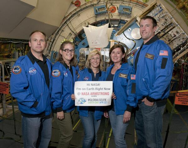 Our first #GlobalSelfie of the day comes from the@SOFIATelescope Airborne Astronomy Ambassadors! #EarthDay #NASA http://t.co/Zbe5bTeTqQ