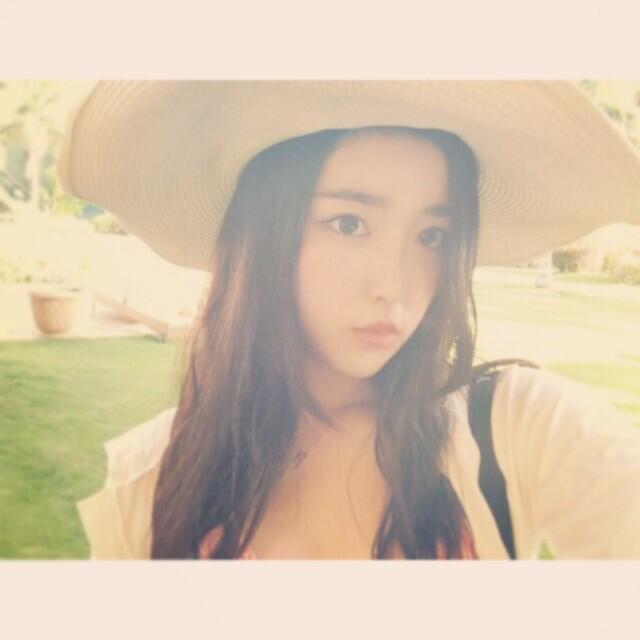 ツイッターで有名な16歳の美少女♡月(ルナ)ちゃんの魅力に迫る!