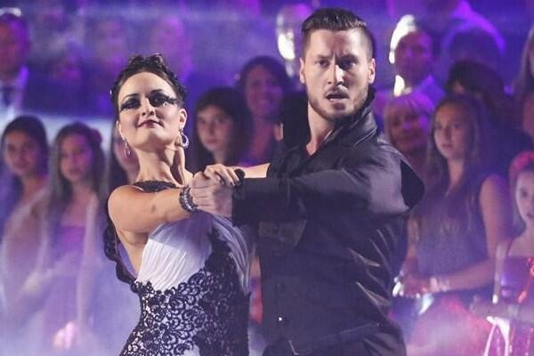 Our rankings prove last night's #DWTS elimination was a mistake: http://t.co/pA8Od1iW5c Do you agree? http://t.co/X4DNyjHa6E