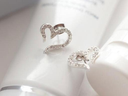 Rhinestone heart earrings look gorgeous     #gift #gadget #Jewellery