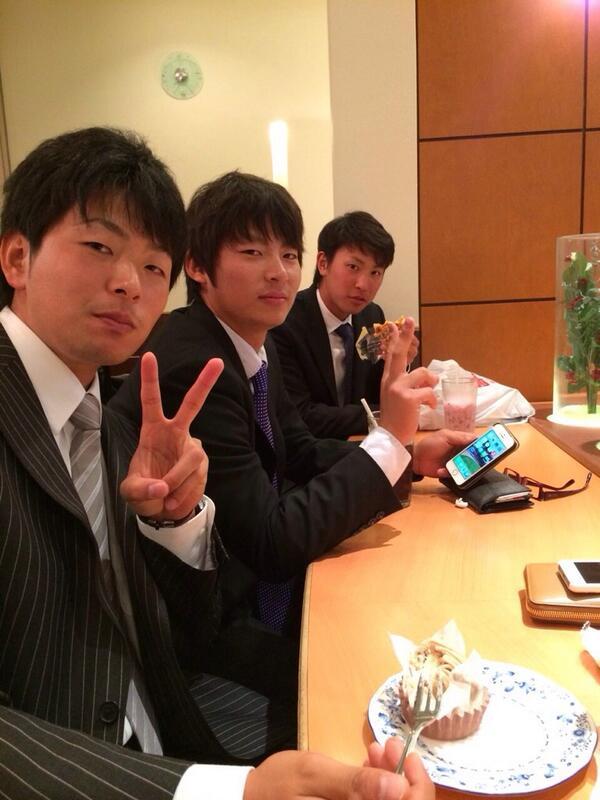 男気ジャンケン勝ちました(^_^;) 広島駅でちょっと盛り上がりました! 丸に盗撮されましたけど(*_*) 行って来ます!