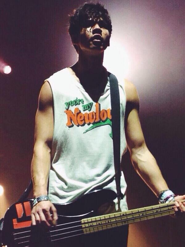 Calum hood on twitter quot you re my new low http t co 9knx23yie2 quot