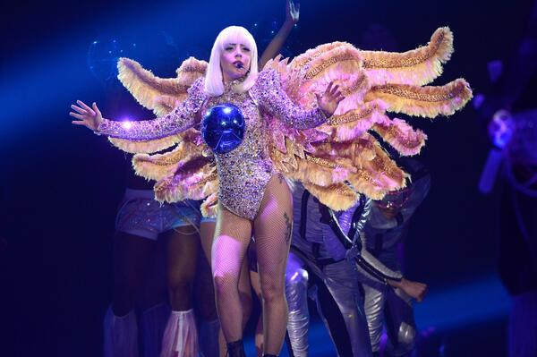 @ladygaga kicked off artRAVE: The ARTPOP Ball Tour last night, looking stunning in Versace! #versacelovesgaga http://t.co/XCkLozzGJd