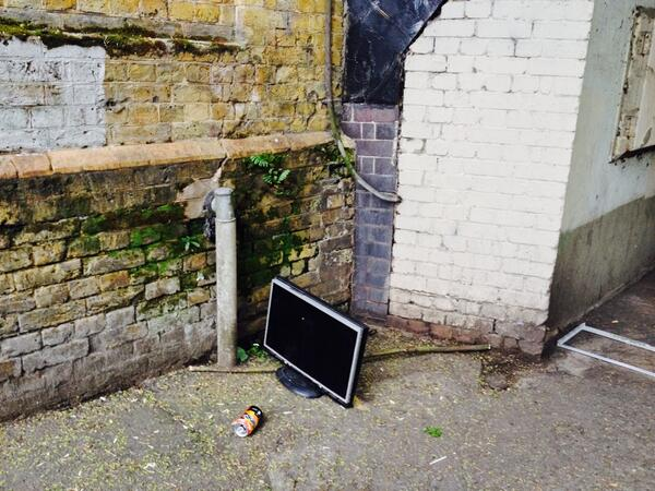 New entertainment centre unveiled at Catford Bridge station; http://t.co/S8CgM9N6C9