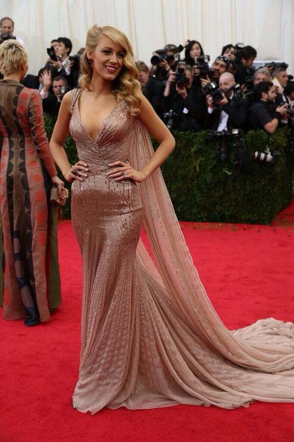 Blake Lively = Hollywood Glam! #Metball2014 http://t.co/aCMOxIcFpK