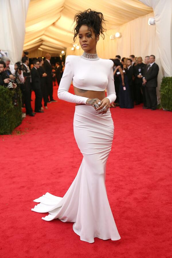 YESSS! Rihanna in Stella, killing it.  #Metball #MetGala http://t.co/EUvviYmBoM