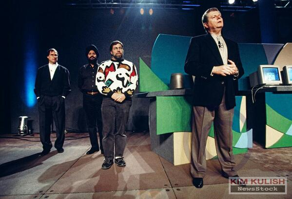 Any idea about the name of the Indian standing between Steve jobs and @stevewoz ? Steve can you help? http://t.co/g1GSUlxDM8