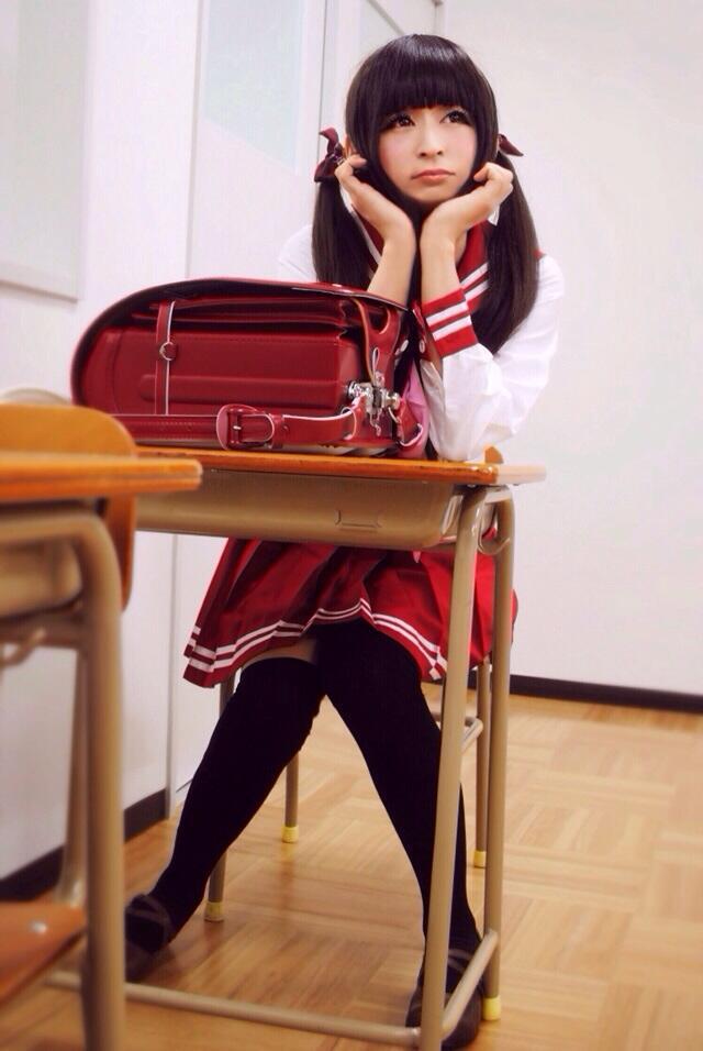 女装_谷琢磨 on Twitter: 赤色セーラーとランドセルがあったので、撮影 ...