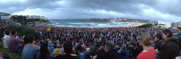 Beautiful ceremony at north bondi. #Anzac2014 http://t.co/W9m4Sp1qgB