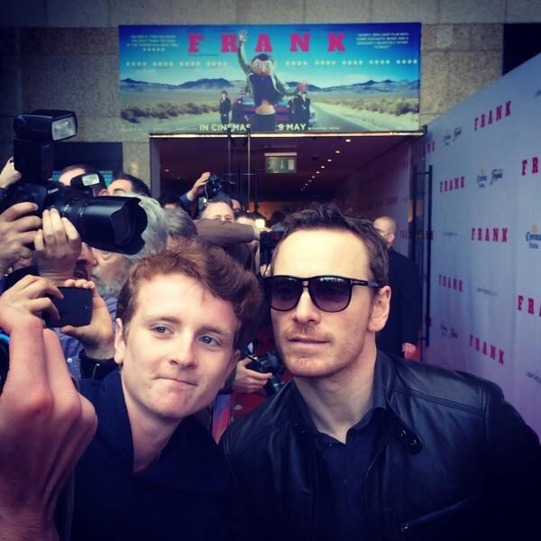Fassbender arrives at the European premier of #frank #chinchilla http://t.co/Dn1Y7N7Zrx