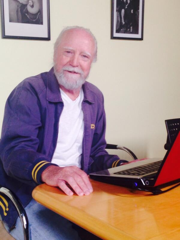 He's here! Follow us now and tweet your questions with #Hershel and Scott will be answering for the next hour #TWD http://t.co/TmEBUvMNRO