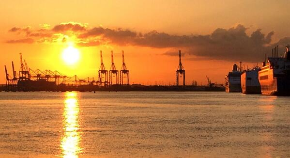 Southampton Docks sunset :) http://t.co/Mkv42xwldA