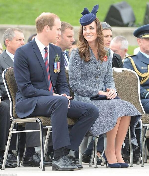 #royalvisitAus I love the way Will and Kate look at each other! #dukeofcambridge #duchessofcambridge http://t.co/Qg7X3aY6Xl