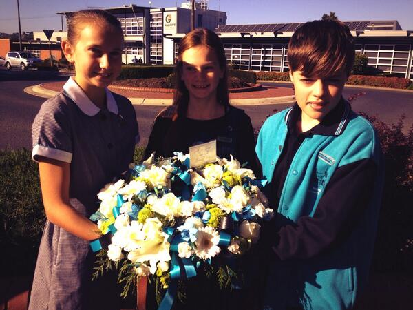 Warragul Primary School's Student Leaders - ANZAC day service 2014 #abcanzac #LestWeForget #bawbawshire http://t.co/aIqjPn4ux3